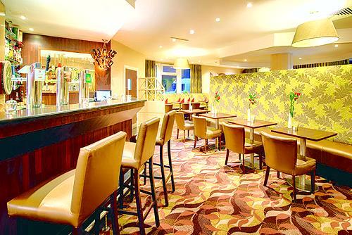 leonardo hotel hamburg elbbr cken das moderne tagungshotel in hamburg veddel der s d stlichen. Black Bedroom Furniture Sets. Home Design Ideas